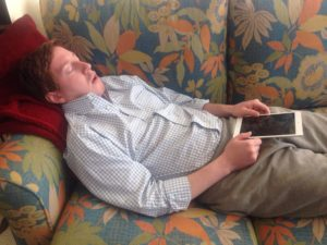 sleep-with-tablet